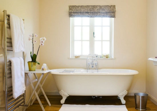 Natuurlijke Trek Badkamer : Installatie van een badkamer in een privé huis met hun eigen