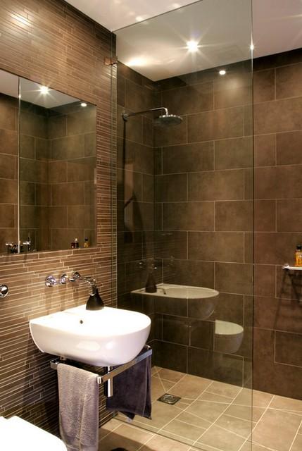 Bruine kleur in het toilet en de badkamer - een klassieke combinatie ...